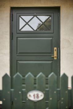 Huset har fået et diplom for nænsom renovering Door Entryway, Inside Design, Building Structure, Hygge, Facade, New Homes, Exterior, Windows, Flooring