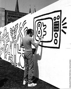 Keith Haring at work  My favorite 90s artist. I remember his work was all over Nickelodeon.