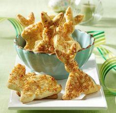 Ein pikantes Gebäck mit geriebenem Parmesan für den Osterbrunch