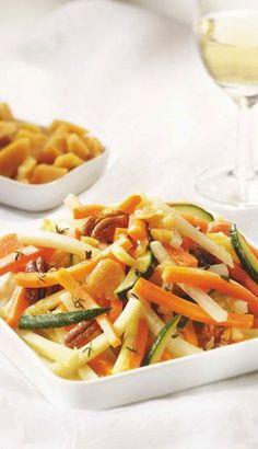 Légumes caramélisés à l'érable - Recettes du Québec Gourmet Recipes, Vegan Recipes, Cooking Recipes, Vegetable Salad, Vegetable Recipes, Confort Food, My Best Recipe, Main Meals, Pasta Salad