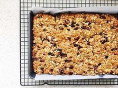 Healthy homemade muesli bar slice recipe Recipe Using Muesli, Healthy Muesli Bar Recipe, Homemade Muesli Bars, Healthy Sweets, Healthy Baking, Healthy Kids, Healthy Food, Yummy Food, Museli Bar Recipe