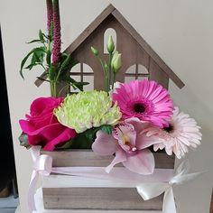 Fresh flowers at the home.  #send_flowers #send_flowers_athens #send_flowers_online #ανθοπωλειο #Ανθοπωλεία #λουλούδια #αποστολή_λουλουδιων #Ανθοπωλεία #λουλούδια