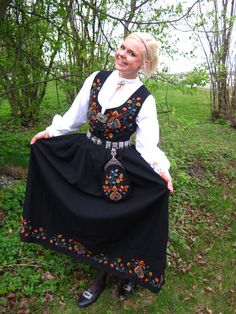 Valdres - the matching gal's outfit.