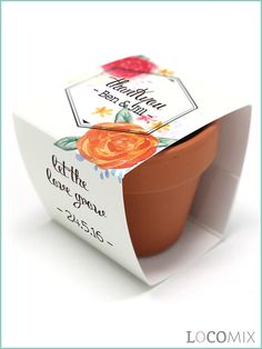 Step aside from the favours filled with candy and surprise your wedding guests with something different. Filled with seeds of your choice, you can thank your family and friends with a unique and original favour, the Flower Pots. Have a look at LocoMix.eu for more information.