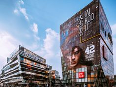 "Taikoo Li Sanlitun had been crafted as a ""Community & Lifestyle Center."" Here, people are able to enjoy veritable social, shopping, catering, and lifestyle choices from hundreds of tasteful stores and restaurants through a real-life, more personable experience."