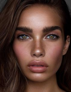Hair and makeup inspiration from everyday to the runway. Makeup beauty tutorials natural hair hairstyles products makeup tips hacks eyes lips face everyday contour eyebrows vanity Beauty Make-up, Beauty Care, Beauty Women, Beauty Hacks, Hair Beauty, Beauty Tips, Beauty Tutorials, Beauty Products, Fashion Beauty
