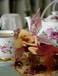 Fairy at the wonderland tea party Beautiful Fairies, Beautiful Dolls, Magical Creatures, Fantasy Creatures, Kobold, Clay Fairies, Fairy Figurines, Love Fairy, Fairy Wings