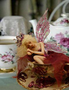 Fairy at the wonderland tea party Beautiful Fairies, Beautiful Dolls, Magical Creatures, Fantasy Creatures, Kobold, Clay Fairies, Fairy Figurines, Love Fairy, Clay Dolls