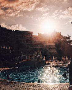 #sun #sunnyday #albena #balchik #pool #hotel #filter #polarizer #iphone #iphoneonly #sunglas #vsco #lookslikefilm #majosdaniel