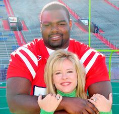 The real people behind hollywood movie the Blind Side, Leigh Ann Tuohy and Michael Oher. Simply one of the best examples of loving unconditionally! The Blind Side, Good People, Pretty People, Beautiful People, Amazing People, Real People, Lps, Michael Oher, Tennessee