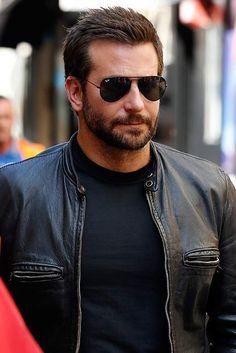 Bradley Cooper working in Burger King - hellomagazine.