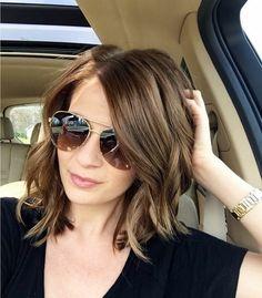 cheveux carré, cheveux chatain, lunettes de soleil modernes
