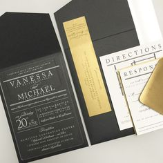 This stunning acrylic invitation suite from #paperdamsels set the tone for a beautiful soirée.
