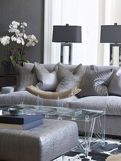 Living room design hacks A lot of accessories or too much furniture can create a room feel smaller and more cramped than it is. A wiser move is usually to opt for one or two key furnishings in the room and increase your open space. My Living Room, Living Room Interior, Home And Living, Living Room Decor, Living Spaces, Modern Living, Decoration Gris, Piece A Vivre, Gray Interior