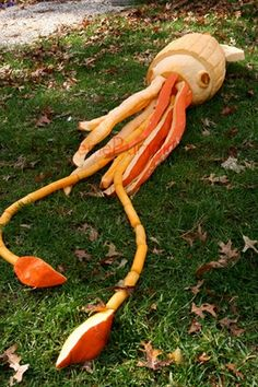 giant squid Halloween pumpkin carving...wow!