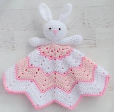 crochet security blanket Make a Crochet Lovey Blanket for a little someone to hold and cuddle! Fun and fast project is sure to be your favorite go-to baby crochet pattern! Crochet Lovey Free Pattern, Crochet Bunny, Crochet Blanket Patterns, Crochet Dolls, Crochet Angel Pattern, Baby Patterns, Crochet Crafts, Easy Crochet, Crochet Projects
