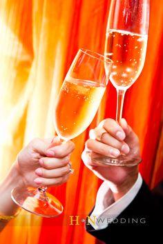 #ToastingChampagneFlutes #WeddingDay #HNWedding #www.hnwedding.com