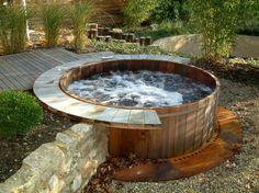 Whirlpool im Gartens selber bauen Badetonne im Boden