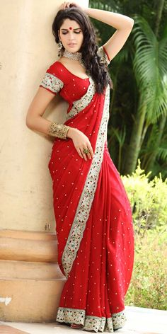 Super Ideas for party dress indian beautiful Red Sari, Zero Size, Sari Design, India Fashion, Saree Fashion, Bollywood Fashion, Women's Fashion, Beautiful Girl Photo, Beautiful Sky