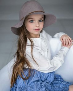 Such a beautiful little girl. Love this outfit idea for Sayli. Beautiful Little Girls, Cute Little Girls, Cute Baby Girl, Beautiful Children, Beautiful Babies, Cute Babies, Little Girl Fashion, Kids Fashion, Girl Pictures