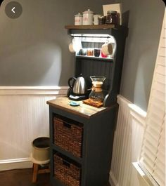 See 20 Creative Ideas to Decorate Your Home Coffee Bar! – Fustany… – Salina Mort - Home Coffee Stations Coffee Bar Design, Coffee Bar Home, Home Coffee Stations, Coffee Corner, Coffe Bar, Decorating Your Home, Interior Decorating, Coffee Carts, Built In Cabinets
