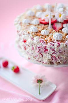 tort. przepis na tort urodzinowy z truskawkami