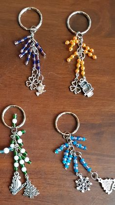 Charms for zipper pulls Beaded Crafts, Jewelry Crafts, Beaded Jewelry, Handmade Jewelry, Glass Jewelry, Jewelry Accessories, Jewelry Design, Diy Keychain, Zipper Pulls