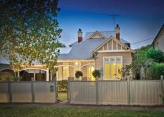 weatherboard house in the inner eastern suburbs of Melbourne, Victoria, Australia House Color Schemes, House Colors, Colour Schemes, Porches, Cottage Design, House Design, Weatherboard Exterior, Edwardian House, Facade House