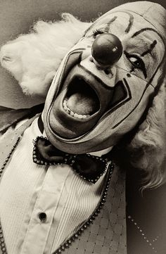 Mexican Clowns [Vintage] by Nicola Okin Frioli, via Behance. Clowns were either scary, or funny and entertaining for children. They would entertain them at circuses, fairs, or birthday parties. Gruseliger Clown, Clown Faces, Circus Clown, Creepy Clown, Circus Theme, Circus Party, Old Circus, Dark Circus, Pierrot Clown