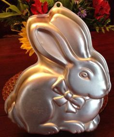 """Wilton Bunny Easter Rabbit Cake Pan 2105-175 Aluminum Cake Mold Baking Cooking finished has some scratching, clean, couple small dings ~14""""T and ~11"""" W and ~2"""" Deep"""