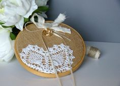 embroidery hoop very easy idea for a ring cushion. Wedding Ring Cushion, Cushion Ring, Diy Wedding, Wedding Gifts, Wedding Ideas, Wedding Decor, Pew Decorations, Ring Pillows, Wedding Glasses