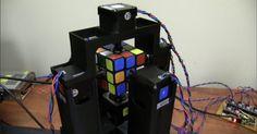 Jay Flatland und sein Freund Paul haben gemeinsam einen Roboter gebaut, der den Zauber aus Rubiks Würfel nimmt und diesen in nur 1 Sekunde löst