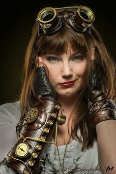 Steampunk Lady Gorgeous steampunk fashion, love the gauntlet, and her expression! Couture Steampunk, Chat Steampunk, Mode Steampunk, Style Steampunk, Steampunk Cosplay, Steampunk Design, Victorian Steampunk, Steampunk Clothing, Steampunk Fashion