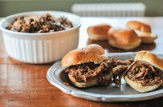beef bunwiches. Momofuku, Pulled Pork, Pot Roast, My Recipes, Beverage, Smoothies, Beef, Meals, Ethnic Recipes
