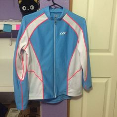 Louis Garneau thermal jersey Comes from a smoke free, pet-friendly home. Only worn once, in really good condition. It's a women's (adult) cycling thermal pro vent jersey, 3 back pockets, no front pockets, front and back reflective accents- 100% polyester Louis Garneau Tops Sweatshirts & Hoodies