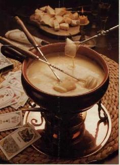 Your fondue party won't start hopping until the cheese starts melting. Get busy with this easy, basic Cheddar cheese fondue! Fondue Raclette, Fondue Cheese, Cheese Sauce, Swiss Fondue, Swiss Recipes, Cheese Recipes, Fondue Party, Chafing Dishes, Appetizers