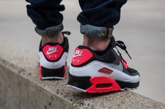 Nike Air Max 90 OG Reverse Infrared | Sneakers-actus.fr Red Nike Shoes, Nike Shoes Cheap, Sports Shoes, Men's Shoes, Best Sneakers, Air Max Sneakers, Sneakers Fashion, Sneakers Nike, Nike Air Max