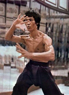 Bruce Lee in the classic Enter the Dragon Bruce Lee Photos, Bruce Lee Art, Bruce Lee Martial Arts, Bruce Lee Body, Kung Fu, Martial Arts Movies, Martial Artists, Steven Seagal, Chuck Norris