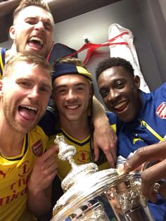 The boys after the FA Cup victory Arsenal Players, Arsenal Football, Arsenal Fc, Football Players, Arsene Wenger, Best Club, Red Army, European Football, Fa Cup