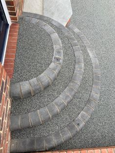 Resin/block circular step Create a circular step using a combinatoon of resin and block paving. It looks good but the resin offers good grip to provide a safe footing.