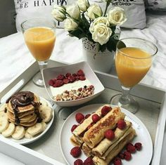 New breakfast table ideas food snacks Ideas Romantic Breakfast, Breakfast In Bed, Tumblr Breakfast, Romantic Food, Breakfast Pictures, Breakfast Healthy, Sweet Recipes, Snack Recipes, Healthy Recipes