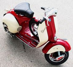 Loving the colour combination on this Vespa. Scooters Vespa, Vespa Ape, Piaggio Vespa, Lambretta Scooter, Scooter Motorcycle, Motor Scooters, Red Vespa, Mobility Scooters, Vespa Rouge