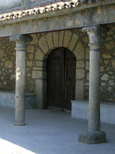 Pórtico de la Iglesia de San Bartolomé (Marrupe) Siglo XVI