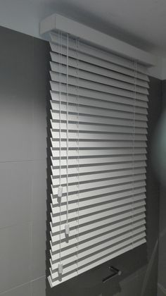 House Blinds, Blinds For Windows, Curtains With Blinds, Simple Bedroom Decor, Cute Room Decor, Sliding Door Blinds, Wood Blinds, Wardrobe Door Designs, Floating Shelf Decor