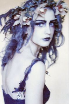 Crowned with beauty: Angela Lindvall, Photoshoot for Italian Vogue by Paolo Roversi