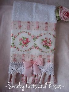 shabby BUT chic! So very pretty. Shabby Chic Mode, Shabby Chic Crafts, Shabby Chic Cottage, Vintage Shabby Chic, Shabby Chic Style, Shabby Chic Decor, Rose Cottage, Fabric Crafts, Sewing Crafts
