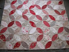 Red and gray pumpkin seed quilt - could use French General fabrics for this....