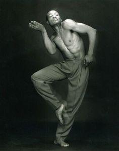 Bill T Jones choreographer & dancer by Robert Mapplethorpe Robert Mapplethorpe, Dance Images, Dance Photos, Dance Pictures, Line Dance, Dance Art, Contemporary Dance, Modern Dance, Shall We Dance