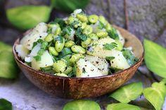 """Veganer Kartoffelsalat muss nicht langweilig sein! Du kannst den Klassiker der Salate mit nur wenigen bunten Zutaten zu einem richtigen Geschmackserlebnis machen. Mit diesem asiatisch angehauchten veganen Kartoffelsalat """"Asia-Style"""" mit Edamame und Nori begeisterst du sicher auch Gäste, Familie und Freunde!"""