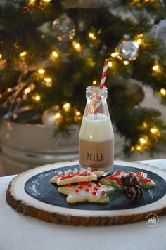 Make this Cookies for Santa plate for a unique Christmas gift or for your own home.  Tutorial and Download provided | theidearoom.net